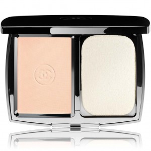 Chanel perfection lumiere extreme  Extreme long wear and pore minimizing powder foundation spf 25 PA+++ (No.12 Beige Rose)