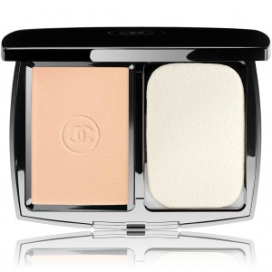 Chanel perfection lumiere extreme  Extreme long wear and pore minimizing powder foundation spf 25 PA+++ (No.22 Beige Rose)